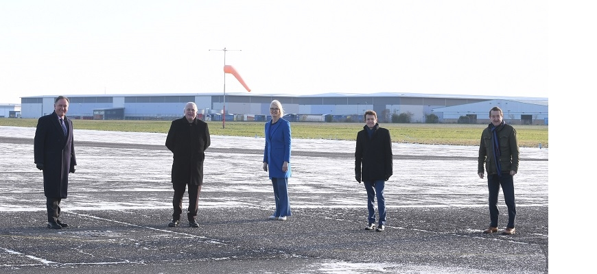 from left to right: Andrew Day (Leader, Warwick DC), Cllr George Duggins (Leader, Coventry CC), Margot James (Executive Chair, WMG), Andy Street (Mayor of the West Midlands), Nick Abell (Chair, CWLEP)