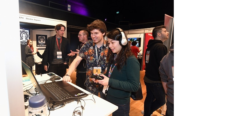 Attendees try out new technology at Interactive Futures
